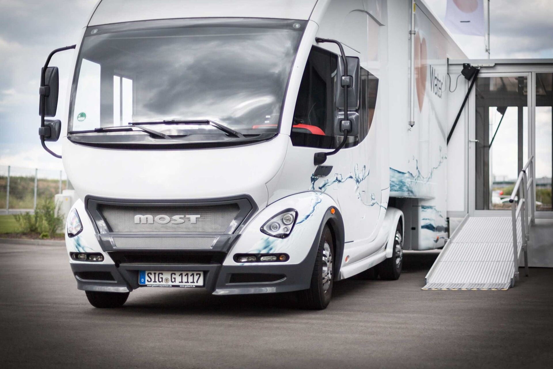 geberit-aquaclean-Infomobil-showtruck-1.jpg