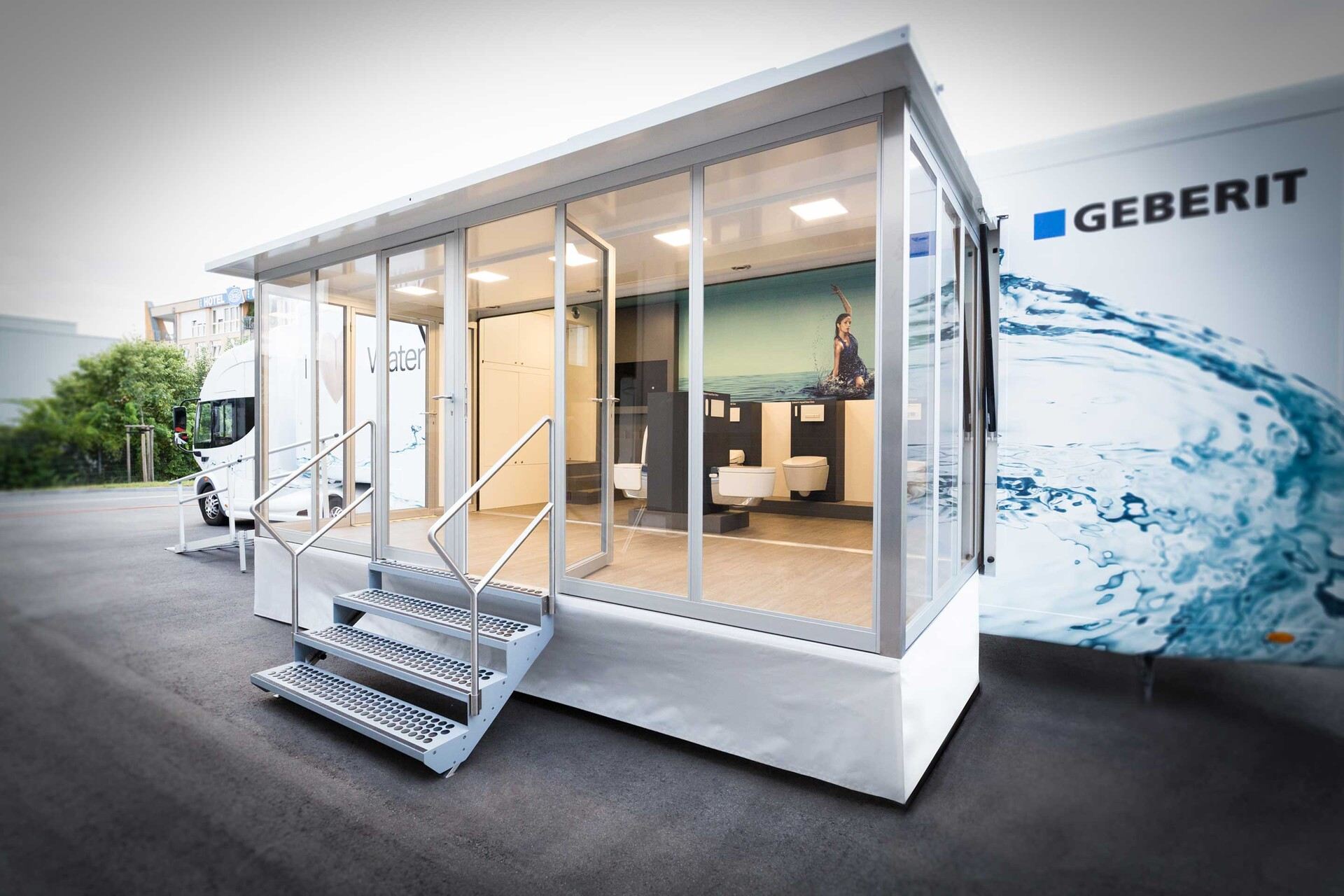 geberit-aquaclean-infomobil-showtruck-2.jpg